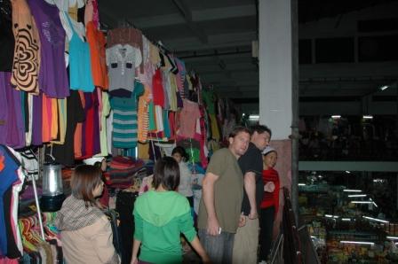 Craig, Brett & Hua at big Danang market