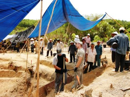 Visitors were careful not to cross the perimeter of the excavation site